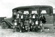 CAPHV-1246 Een uitstapje van een knapenvereniging in 1930.