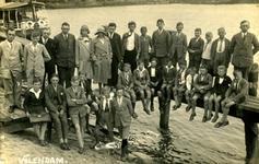 CAPHV-1247 Knapenvereniging op schoolreis in Volendam in 1932.