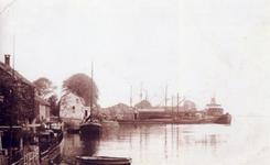 CAPHV-1300 Nieuwbouwscheepswerf (Werf II) van A. Vuyk & Zonen N.V. aan de Dorpsstraat.