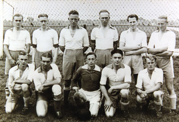 CAPHV-1328 Eerste elftal van de C.V.V. Zwervers. Het elftal speelde 4e klas K.N.V.B. op het terrein aan de Kerklaan.