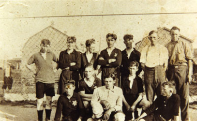 CAPHV-1332 Het eerste elftal van de voetbalvereniging 't Centrum .