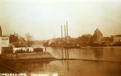 CAPHV-1394 Gezicht op de Hollandsche IJssel vanaf de Nijverheidstraat ter hoogte van nummer 138. Op de achtergrond de ...
