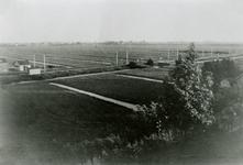CAPHV-1433 Gezicht op de spoorbaan vanaf de 's-Gravenweg ter hoogte van Capelle-Station.