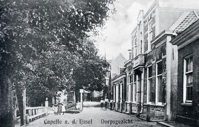 CAPHV-1540 Gezicht op de Dorpsstraat in oostelijke richting ter hoogte van de Kerklaan.
