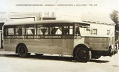 CAPHV-19 Een autobus van de busonderneming M.E.G.G.A. uit Capelle aan den IJssel bij de carrosseriefabrieken Verheul te ...