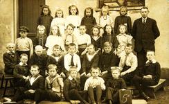 CAPHV-22 Klassefoto van klas 5a van de Openbare Lagere School(OLSII, Capelle-West) te Capelle aan den IJssel