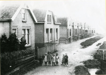CAPHV-28 Kinderen op de Piet Heinstraat te Capelle aan den IJssel (Capelle West).