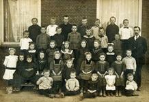 CAPHV-377 Klassefoto van klas 3 van de Openbare Lagere School II in Keeten in Capelle aan den IJssel - West.
