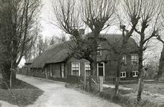 CAPHV-630 Boerderij, beheerd door de familie Kool, aan de Wilhelminastraat 1. Gebouwd in 1745 en gesloopt in 1959.