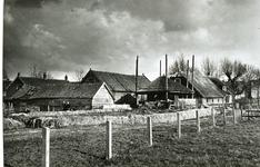 CAPHV-631 Achterzijde van de boerderij, beheerd door de familie Kool, aan de Wilhelminastraat 1. Gebouwd in 1745 en ...