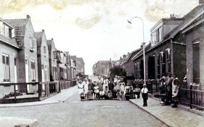CAPHV-742 Straatbeeld van de De Ruyterstraat (in de kleine zeeheldenbuurt in Keeten) in Capelle aan den IJssel ...
