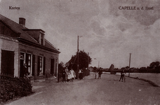 CAPHV-744 De Nijverheidstraat in de wijk Keeten in Capelle aan den IJssel. Links de kruidenierswarenwinkel van en met ...