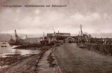 CAPHV-816 De Nijverheidstraat in Capelle aan den IJssel met de eerste bestrating; links een zelling. In het midden van ...