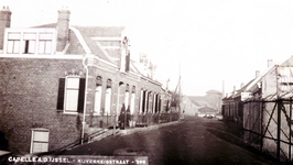 CAPHV-818 Gezicht op de Nijverheidstraat in Capelle aan den IJssel ter hoogte van nummer 275 met de glasfabriek op de ...