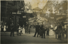 FD-12461 Opname van de Warmoeziersstraat, hoek Jonker Fransstraat, versierd t.g.v. het 40-jarig regeringsjubileum van ...