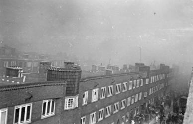 FD-12855 De Kleine Visserijstraat kort na het bombardement van 31 maart 1943: de huizen zijn niet getroffen; wel is er ...