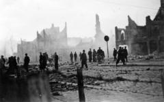 FD-12858 Verwoeste huizen aan de Schiedamseweg na een bombardement door Amerikaanse bommenwerpers.