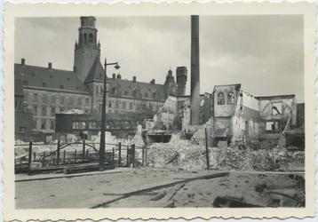 FD-3107 Album met opnamen van de verwoestingen in de stad als gevolg van het Duitse bombardement van 14 mei ...