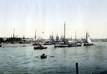 IV-207-6153 De Nieuwe Maas, links de toegang tot de Leuvehaven, rechts de Boompjes en op de achtergrond de toren van de ...