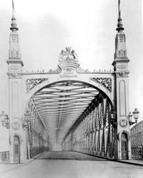 IV-21-9 De Willemsbrug en rechts de spoorbrug over de Nieuwe Maas. Aan de overzijde de Boompjes.