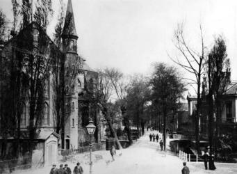 IV-80-02-42 Gezicht in de Hoflaan, vanaf de Hoflaankerk.