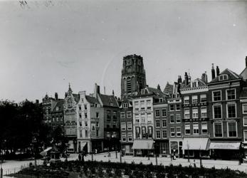 IX-1100-03-1,-2 De Grotemarkt.Van boven naar beneden afgebeeld:- 1: Links het standbeeld van Erasmus, in het midden de ...