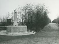 IX-1632-03-1TM-5 Kralingerhout, in het Kralingse Bos met monument.Afgebeeld van boven naar beneden:-1-2-3-4-5