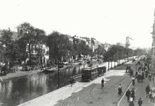 IX-564-01-02 De Coolvest en de Coolsingel, ter hoogte van de Kruiskade.Links de Doele en op de achtergrond korenmolen ...