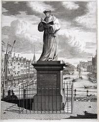 M-680 Standbeeld op de Grotemarkt van Desiderius Erasmus, humanist.