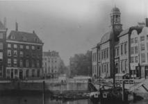 RI-1034-2 De Kolk, rechts de Beurs (gebouw met toren) en het Westnieuwland.