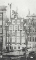 RI-1200 Het huis met de zeepaarden van de heer D. Vis Blokhuyzen aan de Geldersekade.Het huis zou worden afgebroken in ...