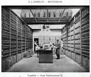 SCHOLTE-2003-187 Expeditieruimte van de likeurfabriek en distilleerderij A.J. Scholte aan de Anna Pauwlonastraat te Rotterdam