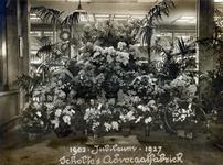 SCHOLTE-2003-205 Bloemenpracht ter gelegenheid van het 25-jarig bestaan van de advocaatfabriek van A.J. Scholte aan de ...