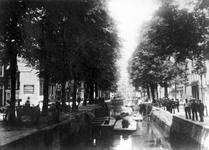 VII-120 Gezicht op de Bierhaven. Links de Oranjestraat, en op de achtergrond de Wijnhaven.