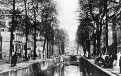 VII-123-00-00-01-01 De Bierhaven. Links de Oranjestraat, op de achtergrond de Wijnhaven.