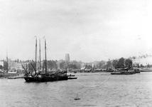 VII-339-04-1,-2 Gezicht op de Nieuwe Maas.-1: op de achtergrond de Veerhaven en de Willemskade.-2: omgeving Oudehaven.