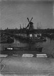 VII-375-00-01-1-TM-2 Gezicht op de Middenkous met Voor- en Achterhaven.Afgebeeld van boven naar beneden:-1: molen De ...