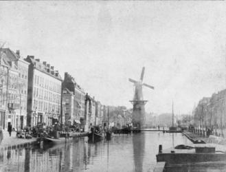 VIII-122 Gezicht op de Coolsingel en de Coolvest met links korenmolen De Hoop.