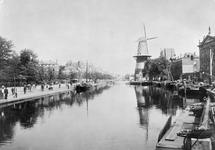 VIII-125 Gezicht op de Coolvest en de Coolsingel met korenmolen De Hoop, rechts het Erasmiaans Gymnasium.