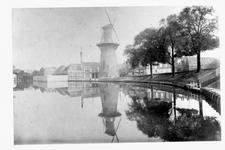 VIII-143 De Schiedamsevest, molen de Arend en de zwem- en badinrichting aan de Baan, gezien vanaf het Vasteland.
