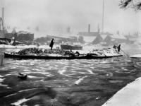 VIII-65-05A De Rotte met vuilnisboten in de winter.