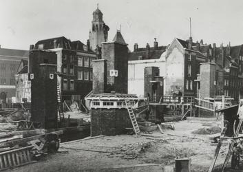 X-179-01-1,-2 De bouw van de Meentbrug over de Delftsevaart in verband met de verlenging van de Meent.Van boven naar ...