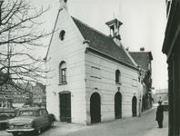 XII-105-07-01-1 Het zakkenkragershuisje aan de Voorstraat bij de Aelbrechtskolk.