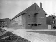 XII-94 Gebouw van de Gemeentelijke Telefoondienst aan de Wevershoekstraat. Links de Moerkerkestraat.