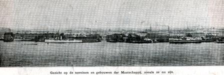 XV-48-01-2,-3 Gezicht vanaf de Nieuwe Maas op het etablissement ( scheepswerf en machinefabriek ) Fijenoord van de ...