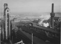 XV-95-2 Terrein en gebouwen van de gasfabriek aan de Galileistraat bij de Keilehaven. Links het cokesgebouw.