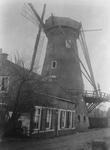 XVI-77-01-01 Hoekmolen aan de Spangesekade bij de Delfshavense Schie. De Hoekmolen is in 1913 afgebroken.