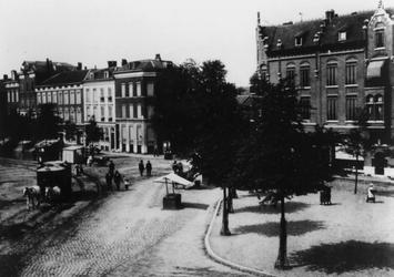 XVII-77-04-70-3 De Goudsesingel met een paardentram, bij de Boezemsingel.