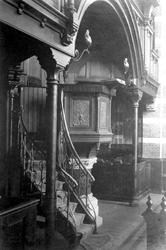 XVIII-313-02 Preekstoel in de Remonstrantse kerk aan de Westersingel / Mathenesserlaan.