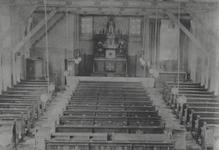 XVIII-379 Interieur van het R.K. hulpkerk H.H. Laurentius en Elizabeth Mathenesserlaan.